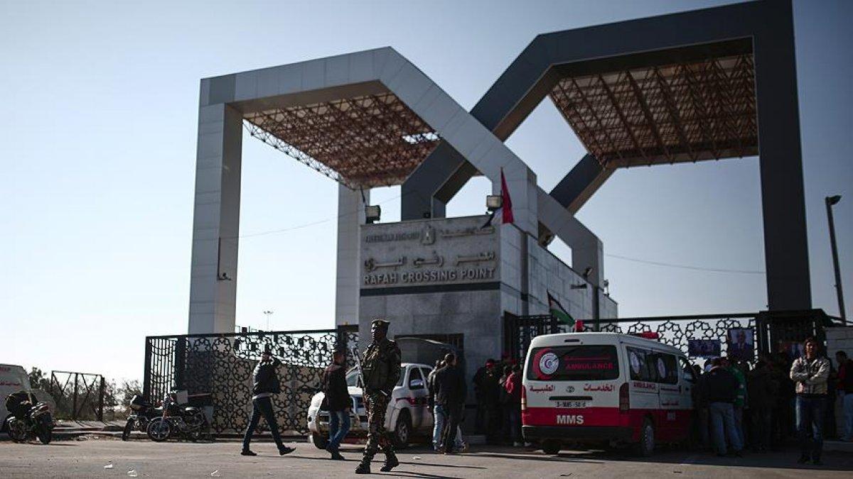 Filistinli aileler Refah Sınır Kapısı önünde protesto gerçekleştirdi #1