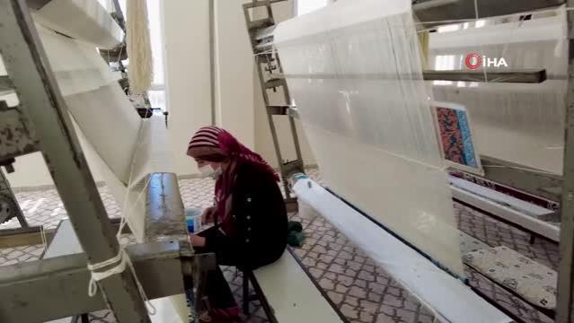 - Şanlıurfa'da kadınlar halı dokuyarak üretime katkı sağlıyor