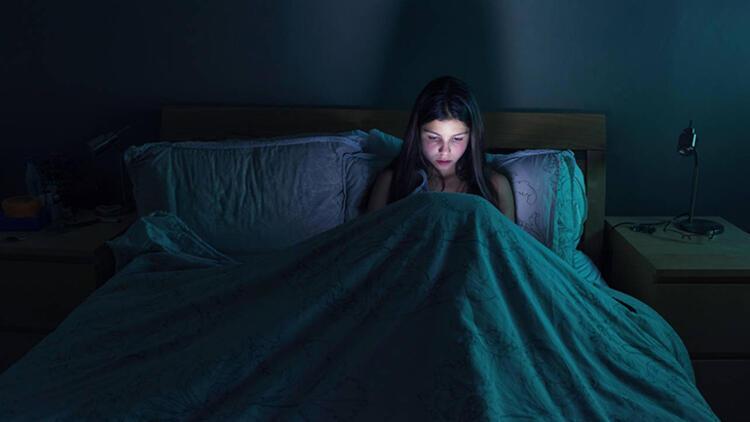 Uzmanından 'mavi ışık' uyarısı: Uyku döngüsünü bozabilir