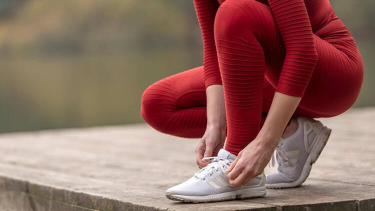 8-Aynı ayakkabıyı 2 gün üst üste giymeyin