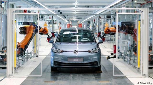 VW batarya fabrikası için yer ve partner arıyor